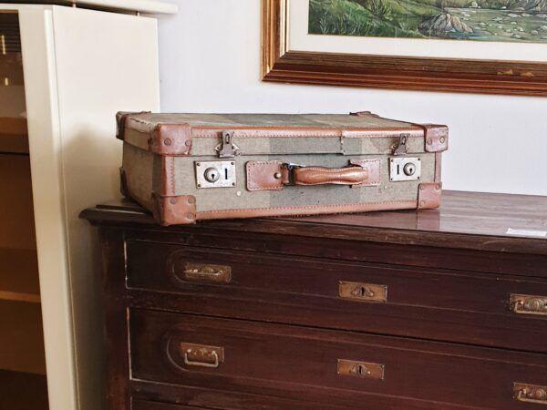 Valigia vecchia da restaurare