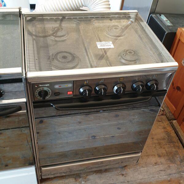 Cucina con forno elettrico