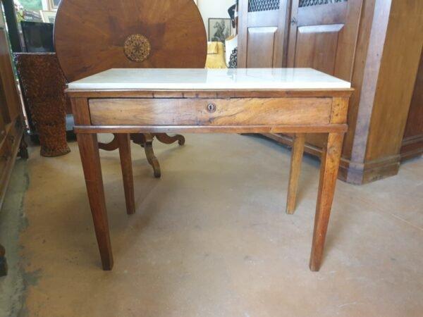 Tavolino con piano in marmo