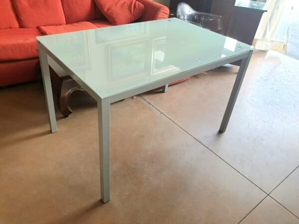 Tavolo di vetro allungabile